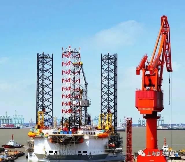 该平台于由三角形的主结构和三个桩腿组成,型长70米,型宽68米,型深9.